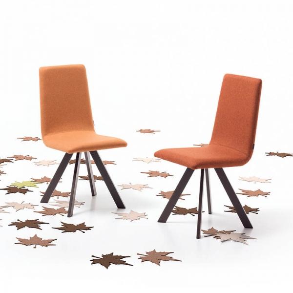 Chaise rembourrée tissu orange et pieds métal noir - Vulcano Mobliberica - 1