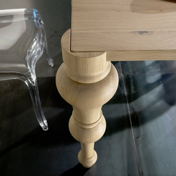 Table de salle à manger en chêne massif avec pieds moulés - 11.03 - 4
