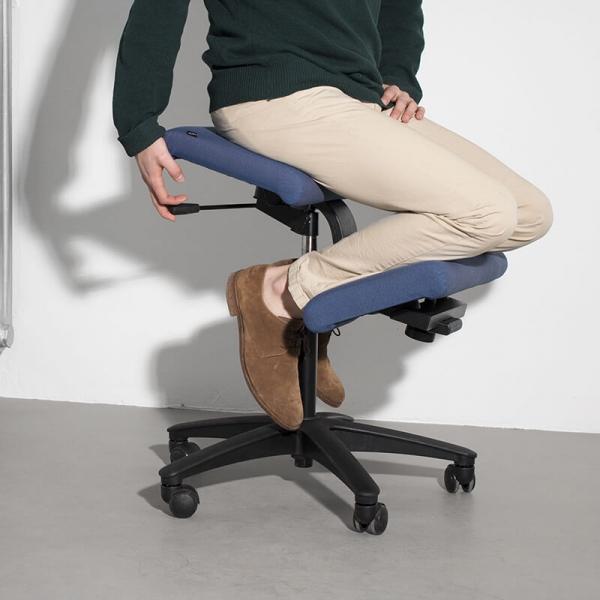 Siège ergonomique en tissu bleu sur roulettes - Wing Varier® - 1
