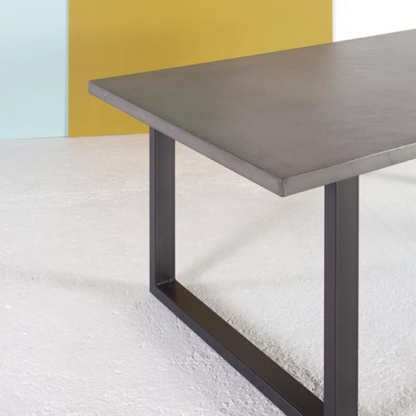 Table design industriel française en béton ciré pieds traîneau - Eternelle - 2