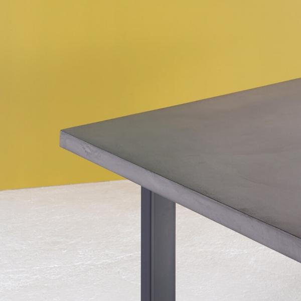 Table française en béton ciré pieds traîneau - Eternelle - 4