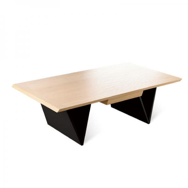Table basse de salon en bois massif pieds triangle - Delta - 2