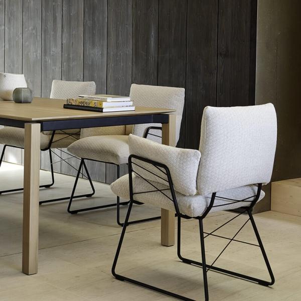 Fauteuil design assise en tissu beige et pieds en métal noir - Cosy Mobitec® - 4