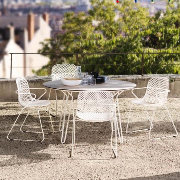 Chaise de jardin design blanche avec accoudoirs et pieds traîneau - Ramatuelle Grosfillex - 5