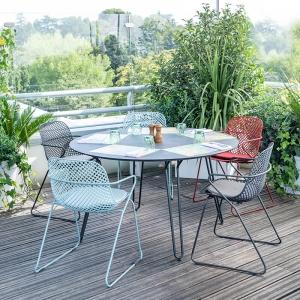 Chaise de jardin design avec accoudoirs et pieds traîneau - Ramatuelle Grosfillex