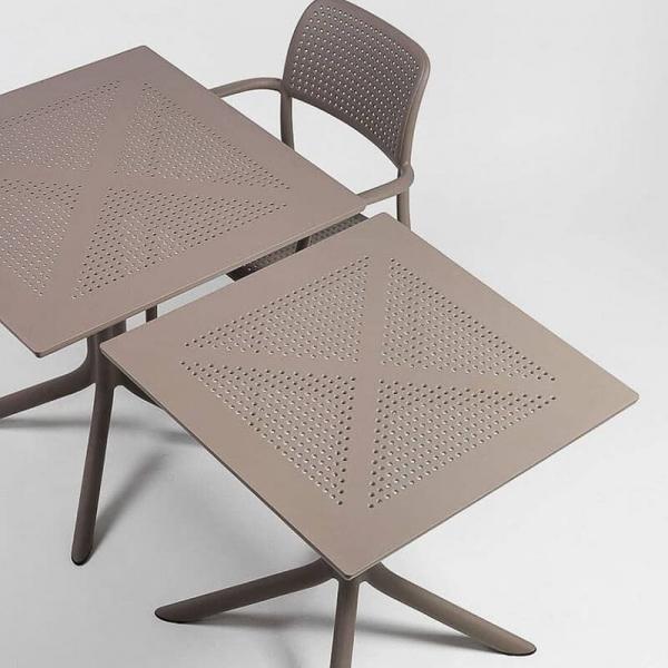 Petite table de jardin carrée en polypropylène taupe - Clip - 3