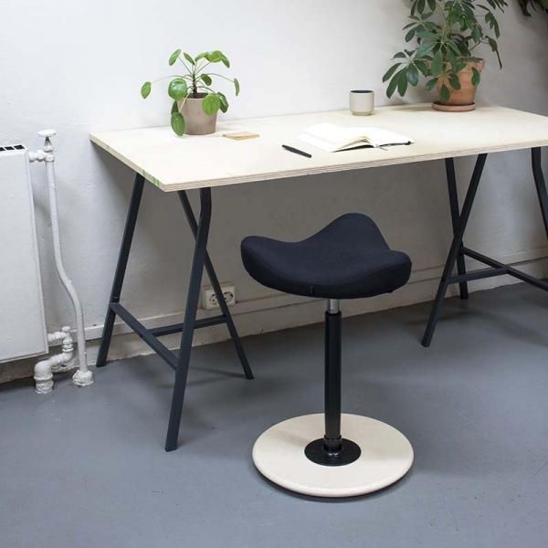 Tabouret de bureau ergonomique réglable en hauteur en tissu noir - Move Varier® - 2