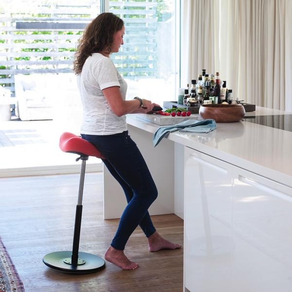 Siège assis debout de bureau en tissu rouge - Move Varier® - 3