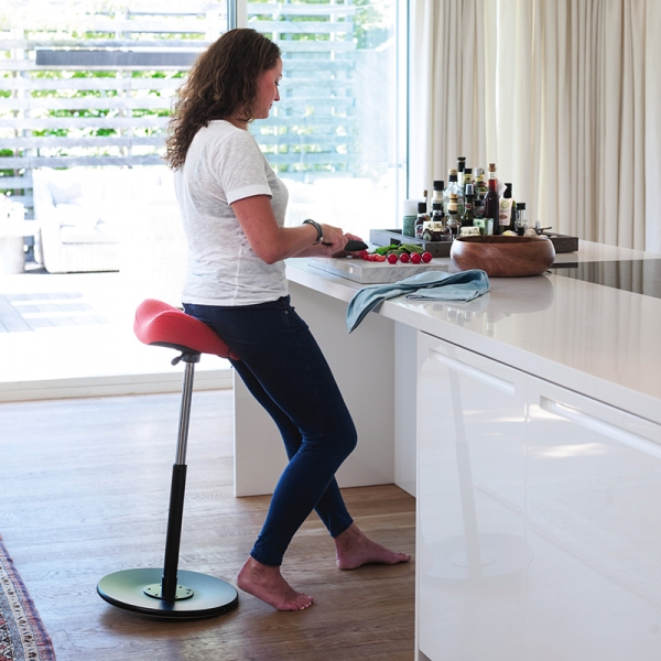 Tabouret ergonomique en tissu rouge - Move Small Varier® - 4