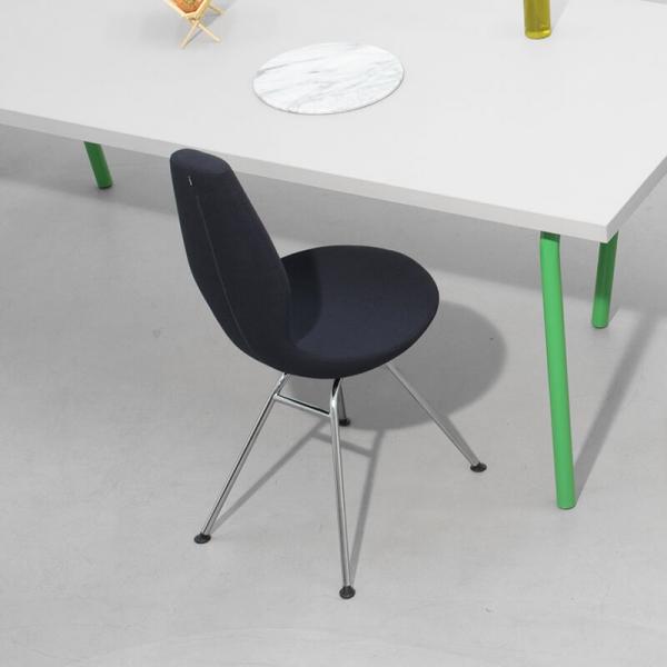 Chaise ergonomique salle à manger noire - Invite Varier® - 3