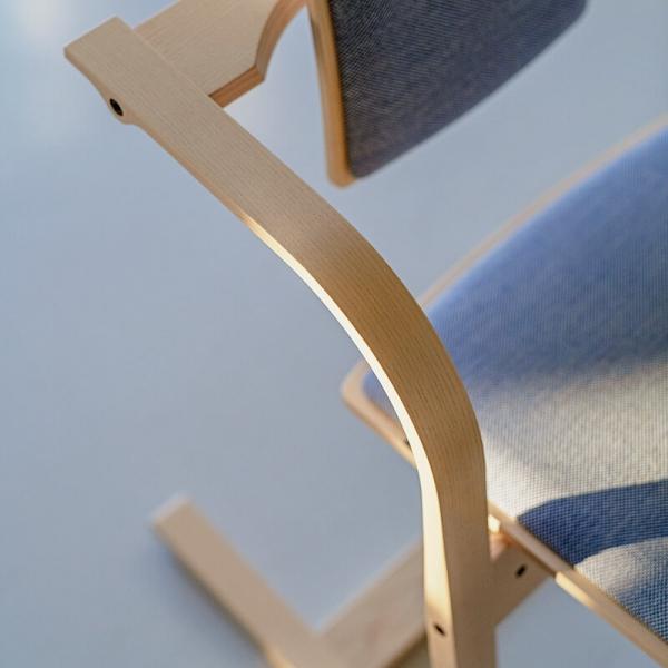 Chaise à bascule ergonomique en bois et tissu - Actulum Varier® - 8