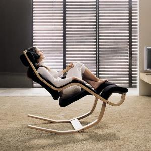 Fauteuil de relaxation en tissu noir et bois - Gravity Varier®