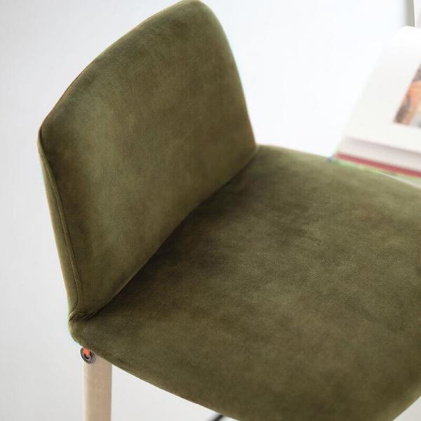 Tabouret bar en tissu vert et pieds bois - Rob Mobitec - 5