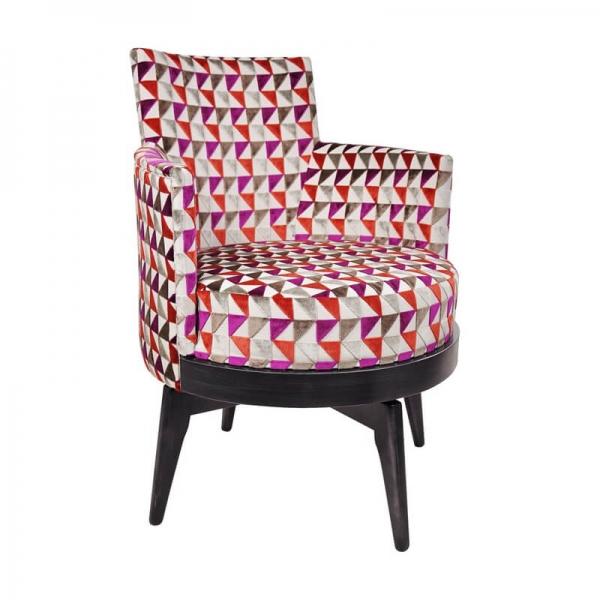Fauteuil tournant en tissu à motifs triangulaires roses et pieds bois - Mathis - 5