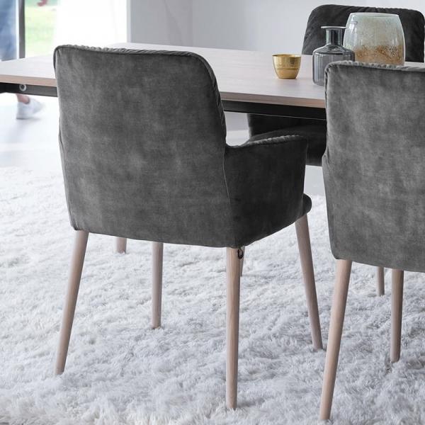 Chaise avec accoudoirs cocooning en tissu et pieds bois - Aura Mobitec® - 6
