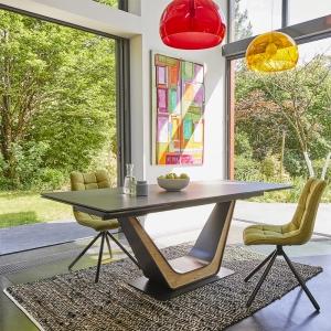 Table design en céramique noire avec allonges pied central - Comet