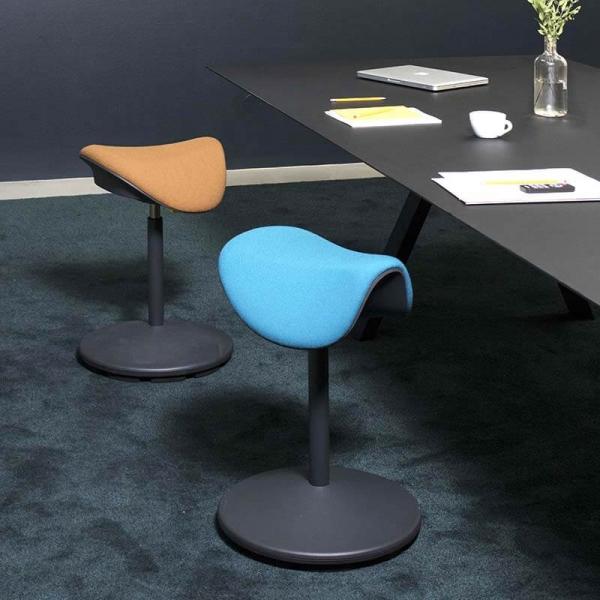 Tabouret de bureau ergonomique et réglable en hauteur en tissu – Motion Varier® - 1