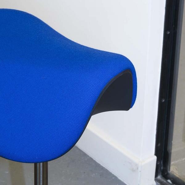 Tabouret style scandinave ergonomique et réglable en hauteur en tissu – Motion Varier® - 8