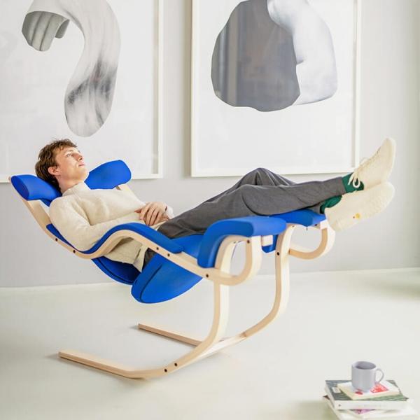 Fauteuil de relaxation en tissu et bois - Gravity Varier® - 7