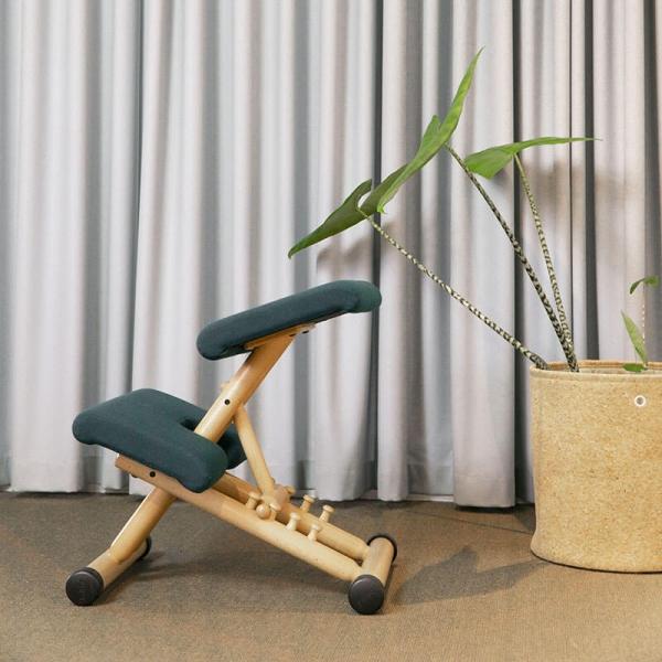 Siège de bureau ergonomique en tissu vert et bois - Multi Varier® - 2