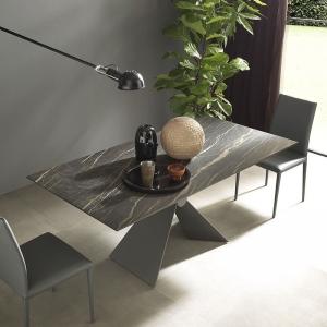 Table design italienne extensible en céramique marbrée noire - Sintesi