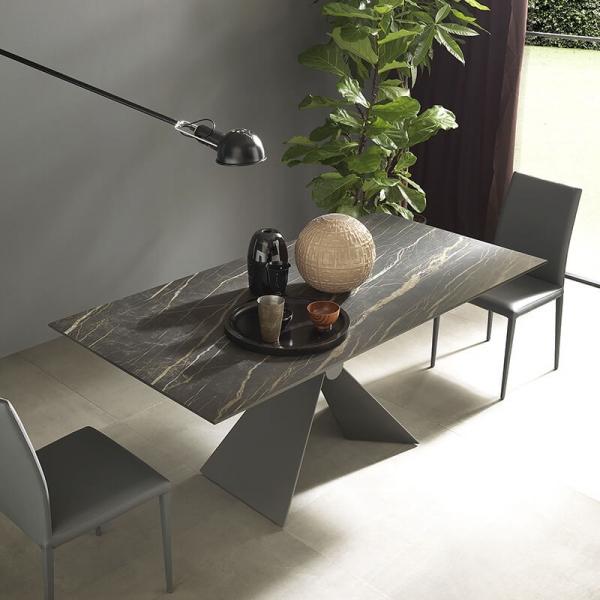 Table design italienne extensible en céramique marbrée noire - Sintesi - 1