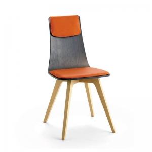 Chaise italienne design tricolore en tissu orange avec pieds en bois blanchi - Amélie