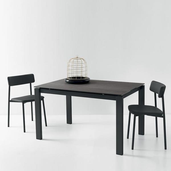 chaise rembourrée noire pieds métal - 24