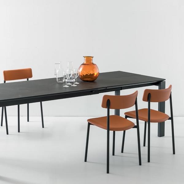 chaise rembourrée cognac pieds métal noirs - 25